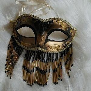 CLOSING Mardi Gra Mask